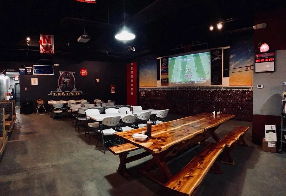 Uncle Jarrol's Pub-B-Que Party Room Rental Available